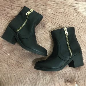 GUESS Black Motorcycle Ankle Zip Booties